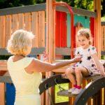 ¡Abuelos, sacad a los niños al parque!