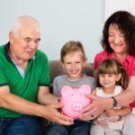 Abuelos, ¿jugamos a enseñar a ahorrar a los niños?