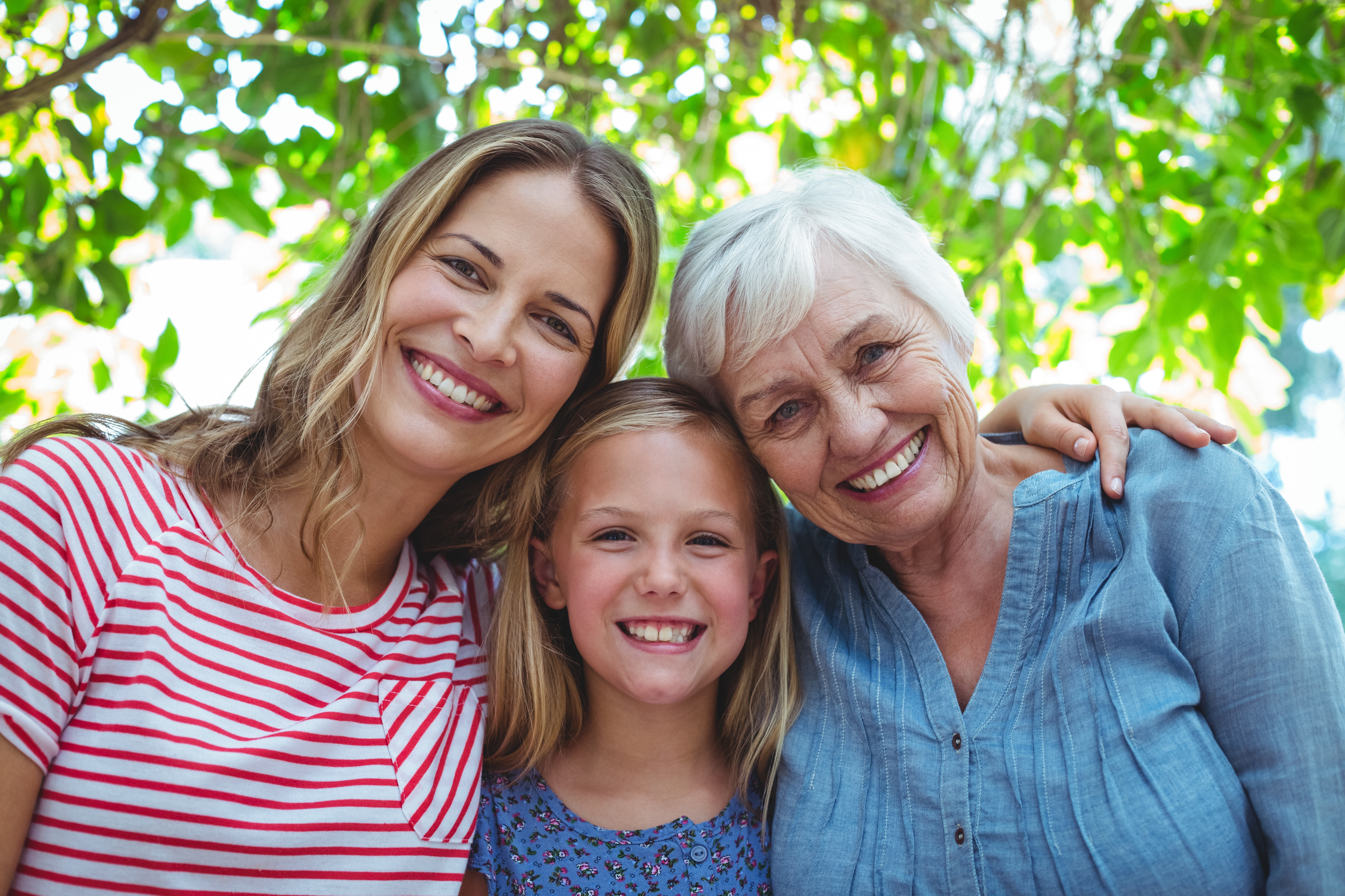 abuela materna, madre e hija